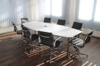 Jakie artykuły biurowe powinny się znaleźć w kancelarii?