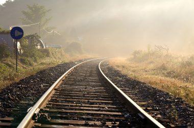 Na czym polega transport kolejowy?