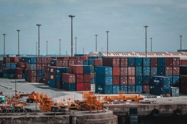 Jakie towary przewożone są transportem morskim?